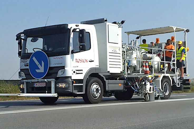 HOFMANN H37-1500P road marking truck with 3 pressurised containers for cold paints (385 l) using Airless spraying method and 2-component cold plastics (540 l) as well as 2-component sprayable cold plastics (540 l), mixing ratio 98:2, all systems with path-dependent metering pump (AMAKOS®) http://www.hofmannmarking.de/en/tmpl_produkt.php?prodnr=2