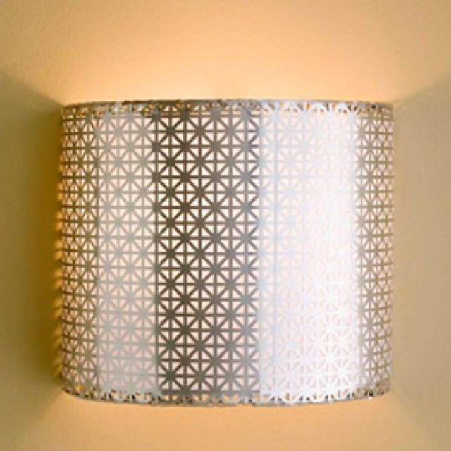 Lamp shade cut in half, which created two wall sconces! D.I.Y Pinterest Shades, Sconces ...