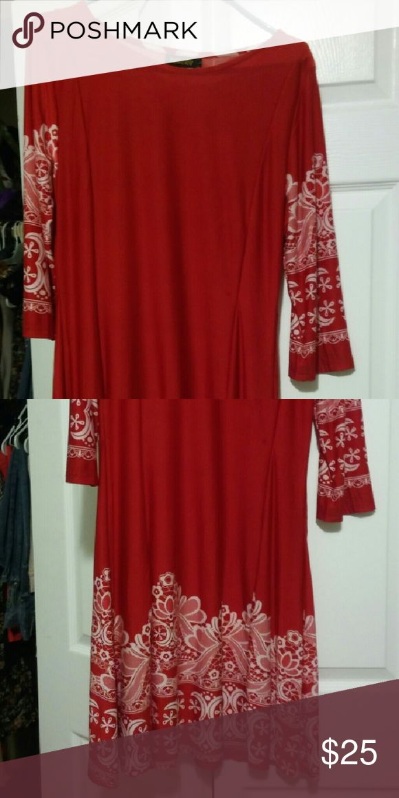Dress Red and white form fitting dress that's wide at bottom to accent your waistline Dresses Mini