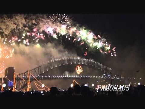 Happy New Year 2013 Sydney Live Fireworks