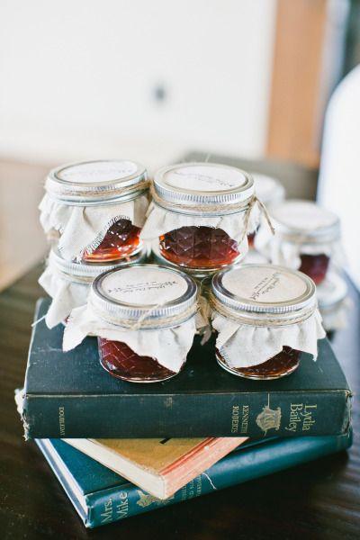 Jam favors: http://www.stylemepretty.com/2015/03/25/malibu-mountaintop-vineyard-wedding/ | Photography: Onelove - http://www.onelove-photo.com/