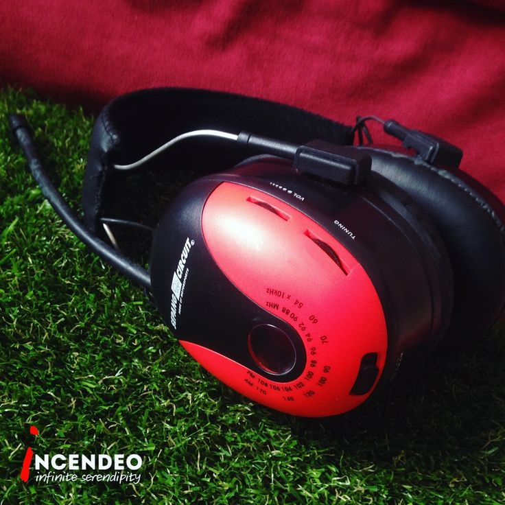 Malaysia Sepang F1 Circuit Noise Cancelling Radio Stereo Headphones. Imagine that you still can listen to radio while the noise of F1 car engine racing in front of you. #malaysia #sepang #circuit #f1 #formula1 #racing #noisecancelling #soundproof #headphones #radio #receiver #collection #collectible #incendeo #infiniteserendipity #耳机 #收音机 #跑车 #马来西亚