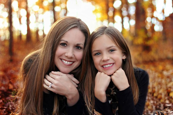 mother and dauther picture ideas - In the woods