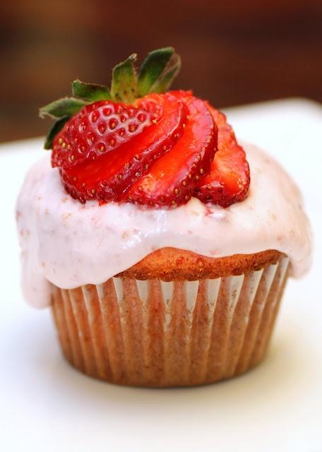Food Snots: Strawberry Coconut CakeGluten Free Cake, Cake Mixed, Sweets Treats, Recipe Snob, Coconut Cupcakes, Coconut Cakes, Layered Cake, Favorite Recipe, Strawberries Coconut Cake