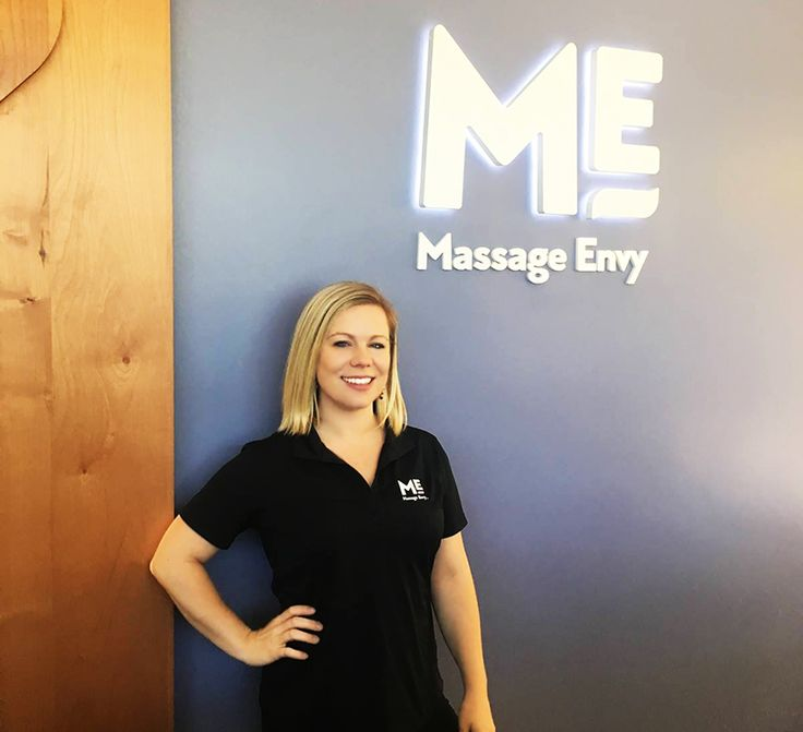 "#featurefriday Employee Feature: Meet Jennifer, one of our #Front #Desk #Sales #Associate at our #AinaHaina #MassageEnvy #Hawaii location. #spa Jennifer best vacations were to the Safari in Africa and swimming with the Whale Shark in Honduras. Her favorite part about working at Massage Envy is ""Our team! We have a solid team full of positive, upbeat, wonderful humans...I look forward to coming to work everyday."""