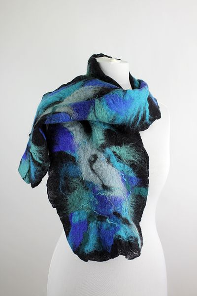 oryginalny filcowany szal w pięknych kolorach w Pracownia Merynoska na DaWanda.com