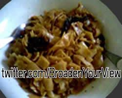FOOD IMAGES FROM twitter.com/BroadenYourView: Vegan Meal - recipe in BYV 2018/01 - Thai Style Noodle Pad See Ew with Vegetarian Meat