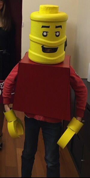 Costume de lego en carton et bonbonne d'eau