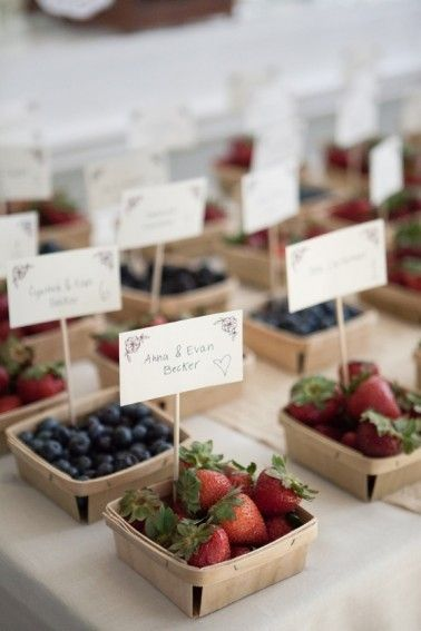 berry box escort cards | moss & is sac photography