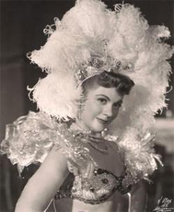 """María Antonieta Pons (1922-2004) Fue una rumbera y actriz cubana, exponente del llamado """"Cine de Rumberas"""" en los años '40 y '50, junto con Ninón Sevilla, Meche Barba, Rosa Carmina y Amalia Aguilar, en el Cine Mexicano."""
