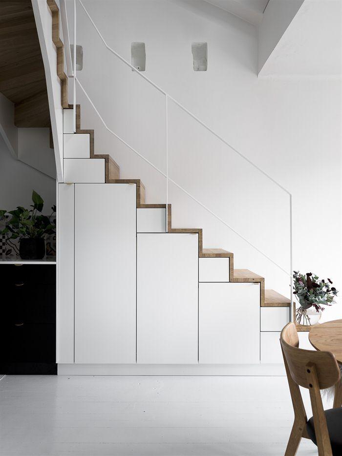 In dit huis speelt de moderne trap de hoofdrol - Roomed