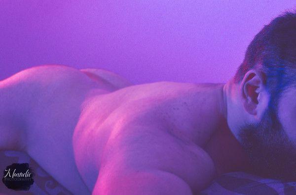 male boudoir shoot. male model. muscles. colour gel photography. Coloured lighting. dudeoir, khandie photography,