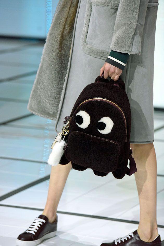 Olha que fofa essa mochila de fantasma da Anya!