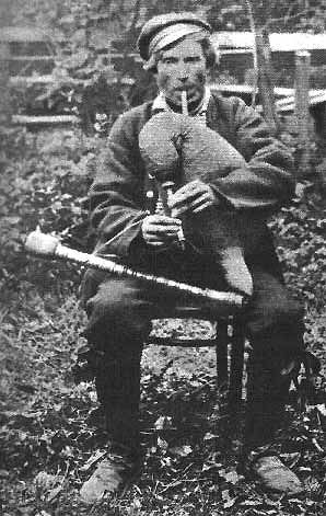 This photo (1898) is of Tiisu Hindrek, an Estonian player of the torupill ('trumpet-pipe'). This pipe's bell-less cylindrical chanter and 'cocked' drone employ single reeds.