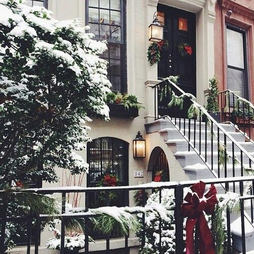 NYC townhouse during winter- so pretty!