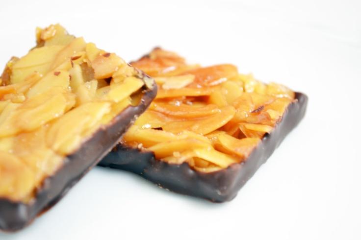 Als #Weihnachtsbäckerei sind #Florentiner stets willkommen. Süß und köstlich werden sie in #Schokolade getaucht und zu einem leckeren Keks #Rezept.