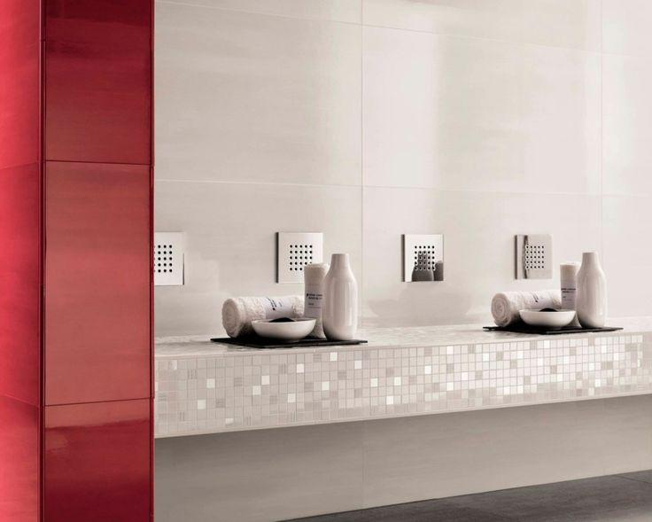 rote bad fliesen kombiniert mit weiem mosaik - Matt Und Glnzende Fliesen Kombinieren Bad