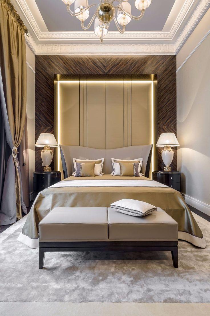 Modern master bedroom design with sleek colors, original lighting and golden tones   www.masterbedroomideas.eu #masterbedroomideas #bedroomideas #goldbedrooms #whiteandgoldbedrooms #bedroomdesign #designideas