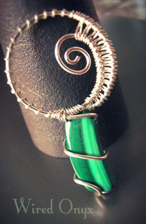 Amuleto con malachite di WiredOnyx su Etsy