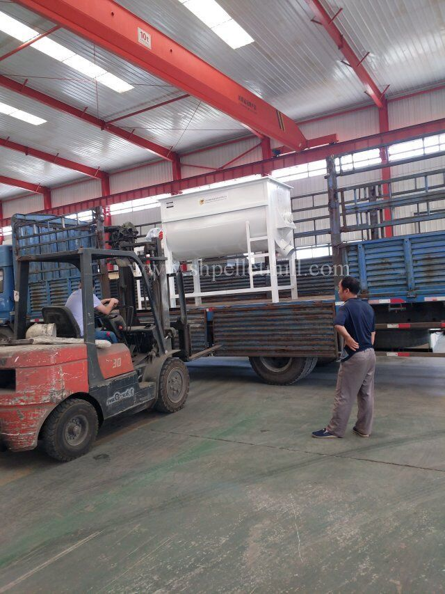Factory direct sale animal feed mixing machine made in china