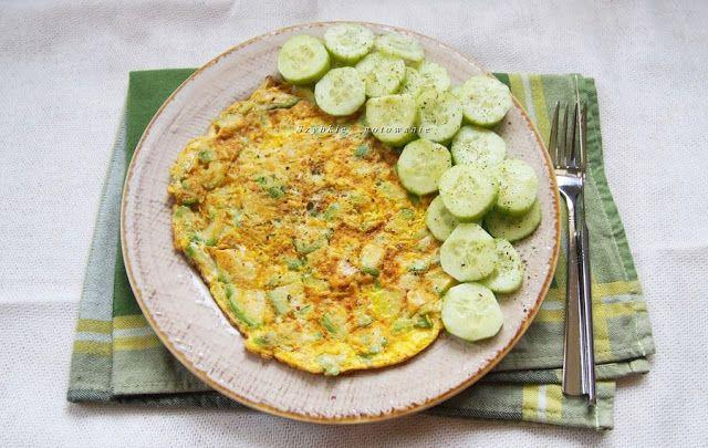 Szybkie gotowanie: Sycący omlet z awokado