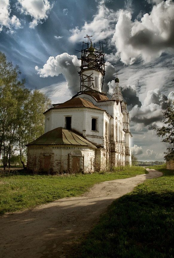 Церковь во имя святого Леонтия епископа Ростовского by Александр Романов - Old church in Rostov - Russia