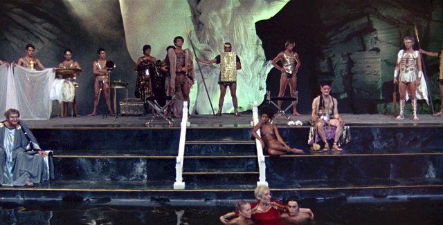 5 razones por las que Calígula es la película icono de los excesos y perversiones.