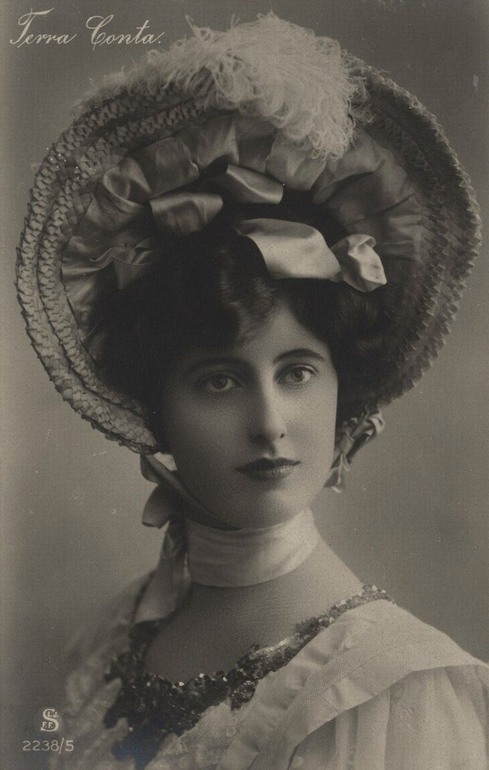 Vintage edwardian lady with hat 001