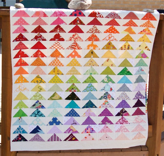 a quilt is nice: rainbow geese quilt: Quilts Patterns, Rainbows Colors, Rainbows Geese, Quilts Ideas, Rainbows Quilts, Triangles Quilts, Flying Gee Quilts, Rainbows Flying, Flying Geese Quilts