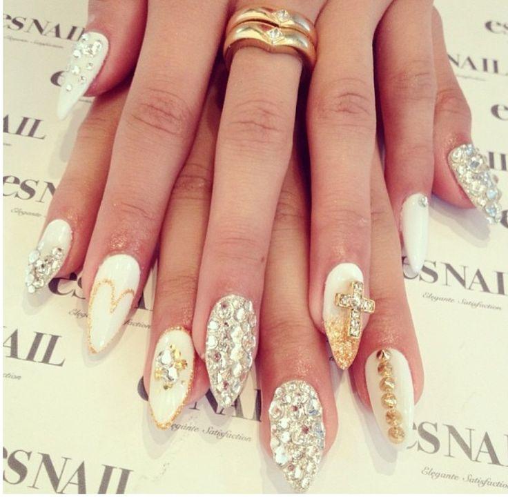 white silver gold stiletto nails manicured dreams
