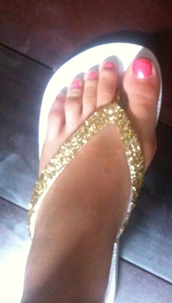 Mod podge some glitter on a pair of cheap flip flops. Great idea.