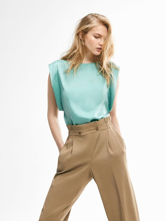 Autumn winter 2016 Women´s LIMITED EDITION GREEN GEOMETRIC TOP WITH SLEEVE DETAIL at Massimo Dutti for 199000. Effortless elegance!