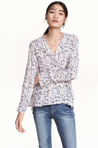 V-neck blouse - Powder pink/Floral - Ladies | H&M GB 1