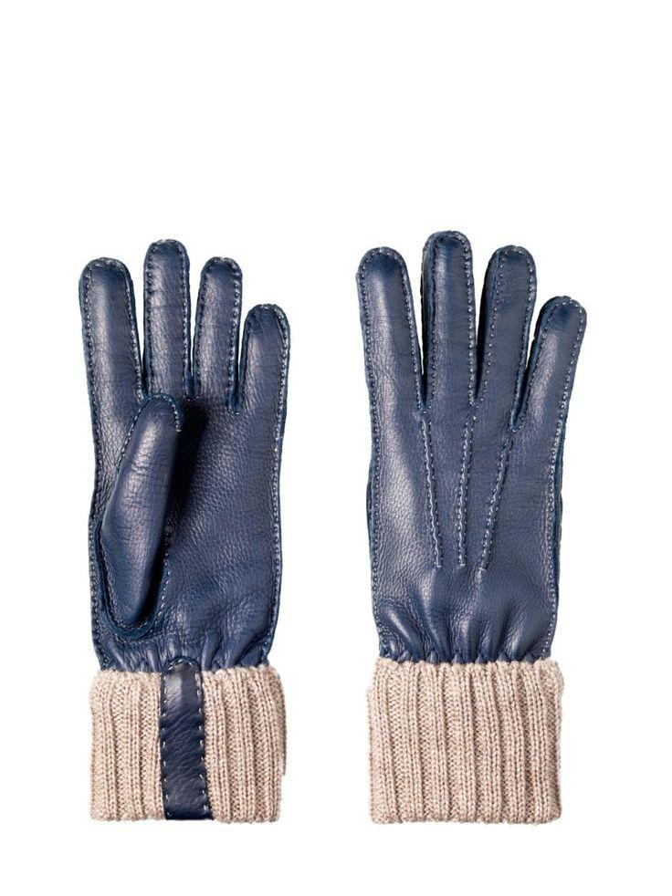 Cervo a pieno Fiore. Interamente cucito a mano. Polso in lana merinos 100% con rinforzo in pelle. Fodera 100% cashmere. Recuperato dai nostri archivi, è il rifacimento di un paio di guanti da caccia. #guanti #restelli# #collezione #uomo #accessori #gloves