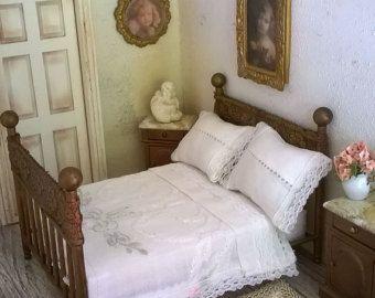 Reines weiß emaillierten Eisen-Bett mit von FloraDollhouse auf Etsy