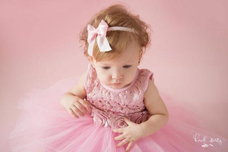 Este retrato me  encanta Dulce princesa HELLEM   http://karollberty.com #karollbertyfotografia #fotografadebebes #retratosdebebes #fotografiadebebesencolombia #bebesencantadores  #fotosartisticas #newbornphotographer #photoshoot #smashcake #smashed #cakesmash #cakes #babygirl #princess #happybirthday #babyportrait #babysession