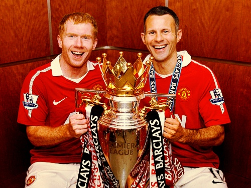 Two of ManU's all time greats. Scholes & Giggs.