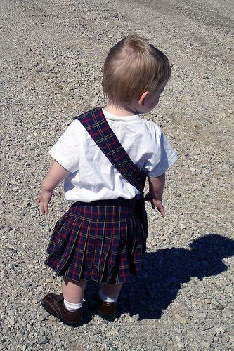 Bethany Sew-and-Sew: Wanna Make your Child a Kilt for the Scottish Highland Games?! Yay!! So much better than the $40 per kid for a traditional kilt. It will be nice while they are young.