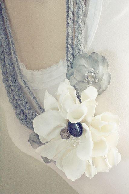 make a yarn necklace