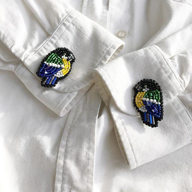 Брошки-крошки! Пожалуй самые маленькие , которые мне довелось делать! Всего лишь 2 см синички , как кнопочки, их на воротник можно посадить, шапку и даже сделать из них серёжки! Пишите ваши пожелания и идеи в Директ , я вам всегда рада)))) Брошки сделаны под заказ! #брошьизбисера #брошьподзаказ #брошьуфа #брошьнефтекамск