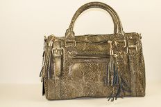 Yes you can WIN this gorgeous handbag!