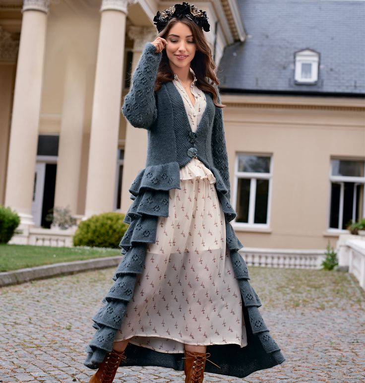 Пальто с рюшами и ажурным узором