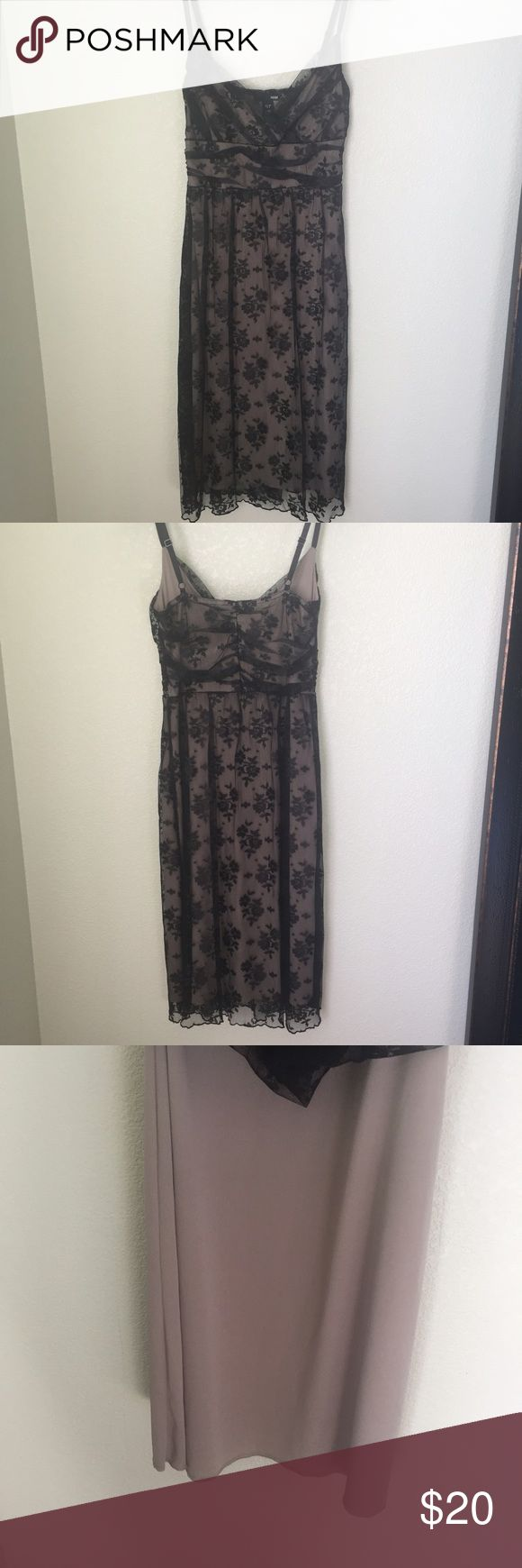 🆕H&M lace dress never worn floral patterned lace dress with adjustable straps and tan lining underneath. H&M Dresses Midi