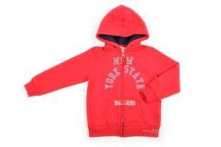 Sweater tipo jogging para niño, en color rojo. Con capucha, cierre al frente y mangas largas. Estampado al frente.
