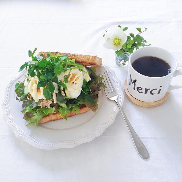 putit_bisou16.2.28 ☀︎ . . いつかの朝ごぱん♡ 野菜が沢山食べくて大好きなツナサンドに、ありもの野菜をモリモリのせて上からギュー!ってしてモリモリ食べました(*´艸`)♡ 美味しかったー♫ . 中は…ツナ、ゆで卵、レタス、大葉、キュウリ、豆苗、クレソン、グリーンオリーブ。 だったかな 笑。 . . #朝#朝ごパン#朝ごはん#朝食 #サンド#サンドイッチ#ツナサンド #野菜#野菜好き#三度の飯よりパンが好き #お家ごはん#おうちごはん#お家カフェ #うちカフェ#お家時間#おうちじかん #日々#日々のこと#暮らし#くらし #KURASHIRU#LIN_stagrammer #KURASHIRU朝ごはん#デリスタグラマー #tablephoto#onthetable#onmytable #instafood#foodpics#marieごはん
