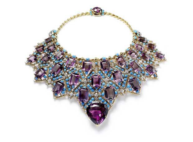 Бирюза - камень счастья | Уоллис Симпсон, герцогиня Виндзорская, имела в своей коллекции ожерелье из аметистов и бирюзы.