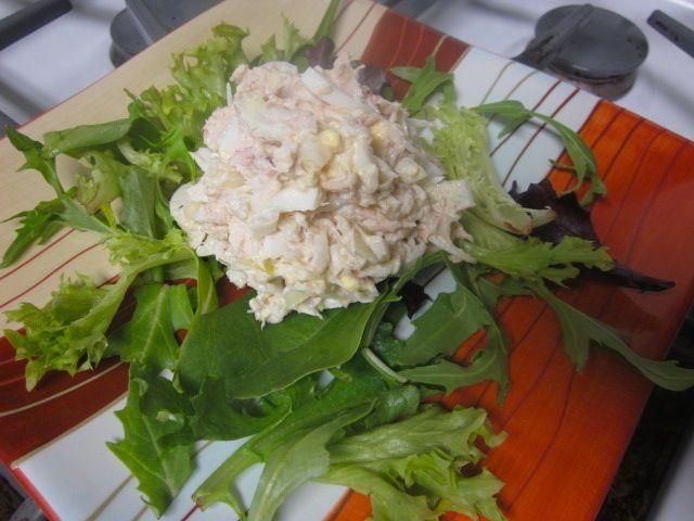 Предлагаю вам очень простой, быстрый и вкусный салат. Свежие огурцы хорошо сочетаются с крабовым мясом и отлично оттеняют его нежный вкус....