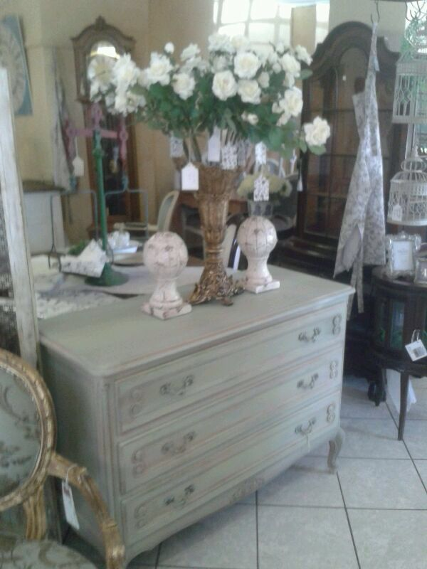 Lovely Vintage chest of drawers
