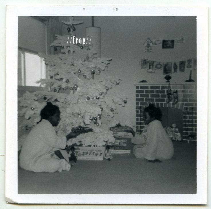 African-American/Black Girls w Artificial Xmas Tree, Gifts - Vtg Old Found PHOTO
