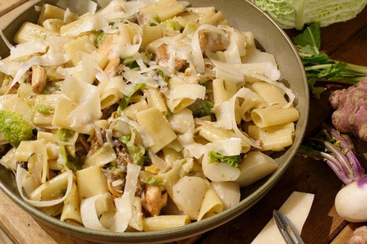Een vegetarische, gezonde pasta met veel wintergroenten is het ideale gerecht op een koude winteravond.